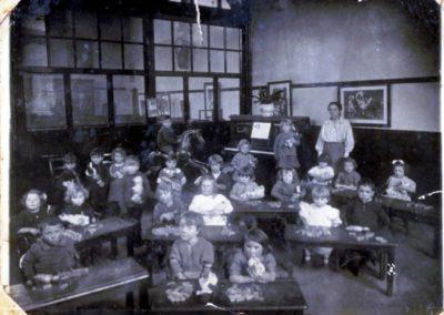 Samuel Whites 1923c - Infants Class teacher Mrs Bryant Glendas mum middle of piano